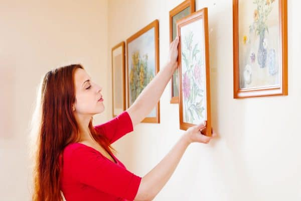 Read more about the article 7 Tips To Hang Picture Frames Evenly
