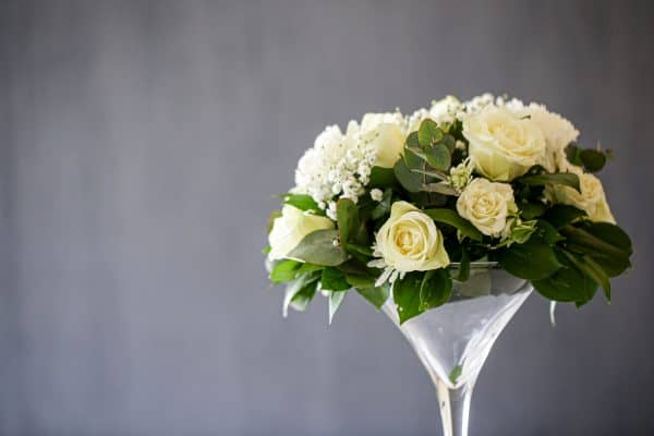 Read more about the article 15 Gorgeous Cocktail Glass Flower Arrangements Ideas