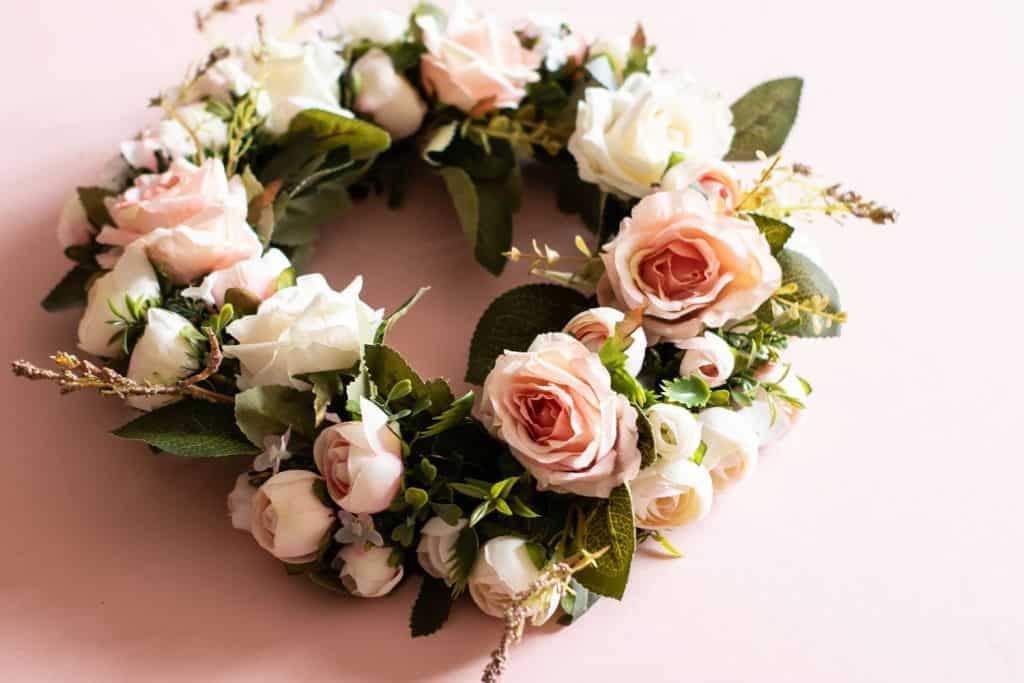 A gorgeous rose wreath decorated with other leaves