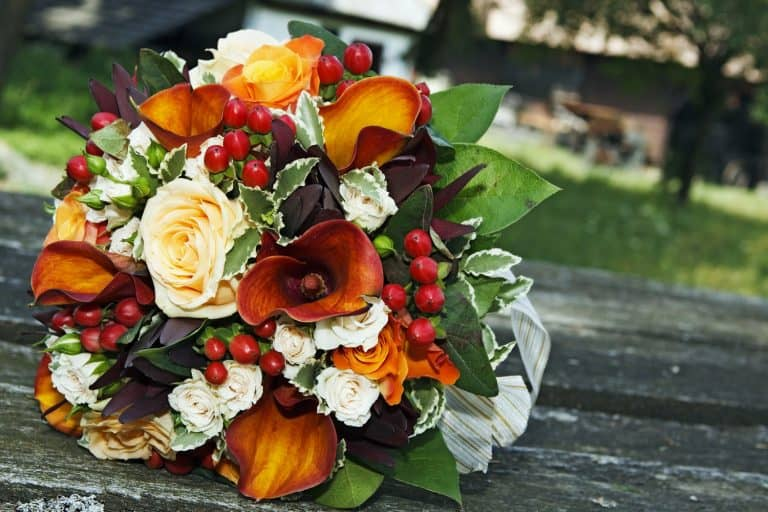 Beautiful wedding bouquet using white roses, leaves, and berries, 15 Awesome Lily Flower Arrangements