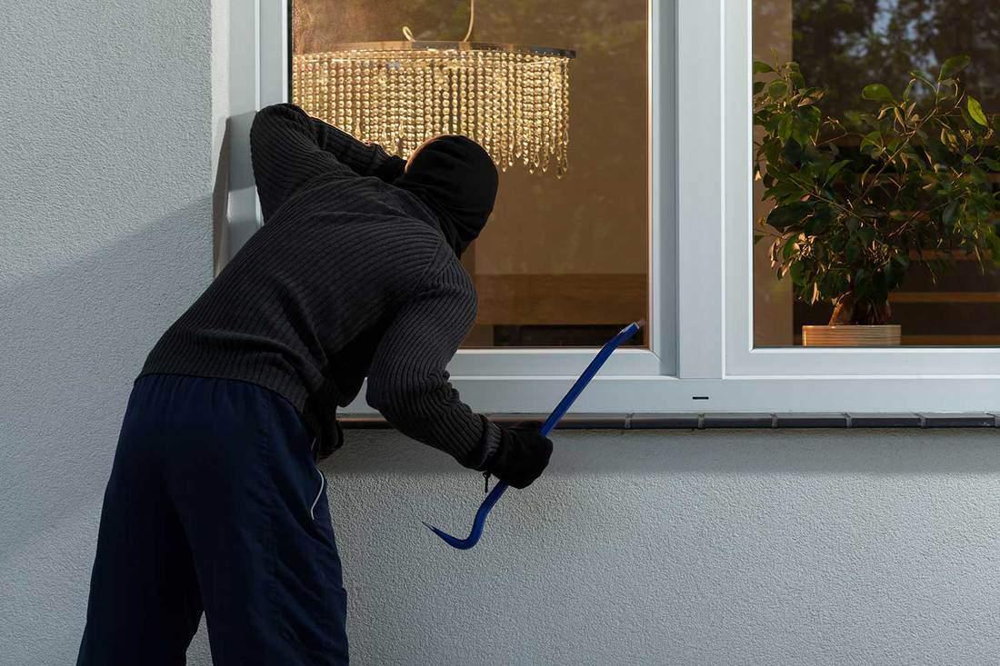 Burglar before burglary into the house