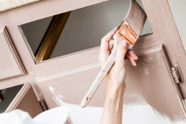 How Many Coats Of Primer And Paint For Bathroom Cabinets?