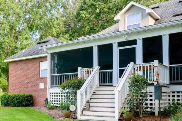 Read more about the article 15 Porch Overhang And Roof Ideas To Inspire You