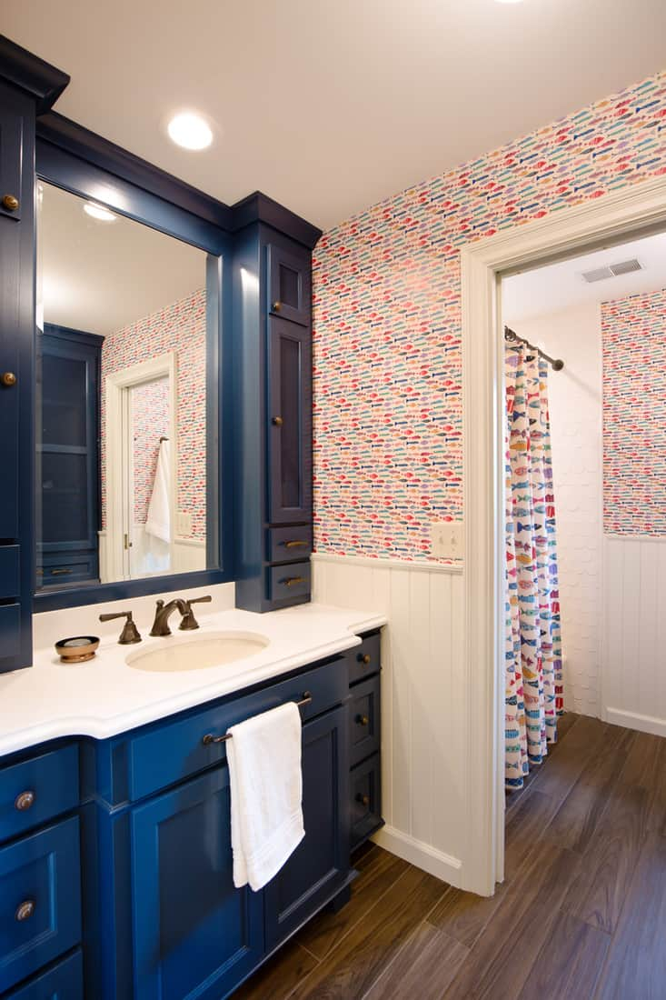 Contemporary Bathroom Design with Sink, Vanity and Mirror