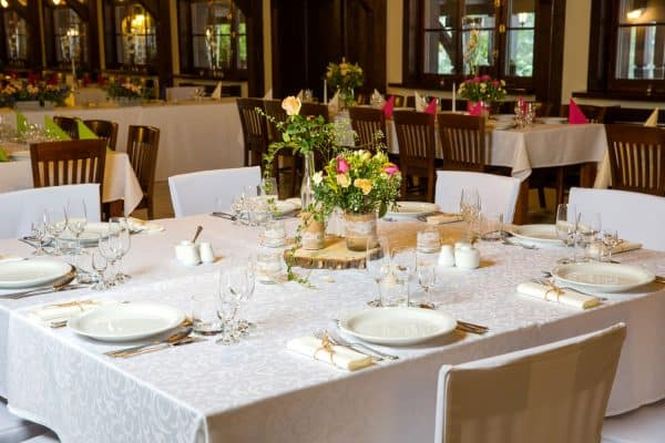 Read more about the article How To Choose A Tablecloth Color – Questions To Ask Yourself