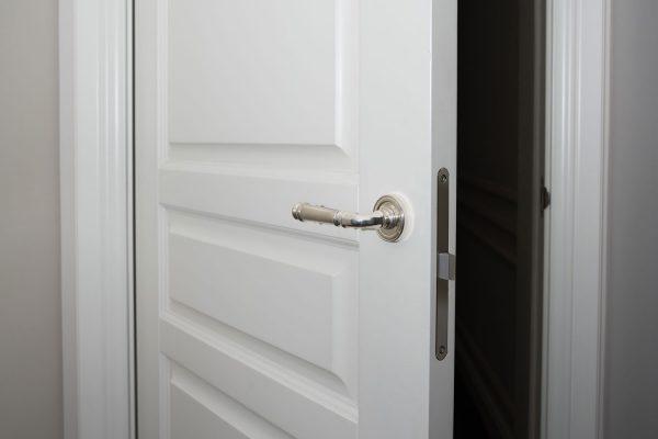 What Color Doorknobs With White Doors?