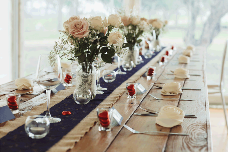 Beautiful-wedding-table-place-settings-in-a-rustic-country-style.-What-Color-Tablecloth-With-Burlap-Runner