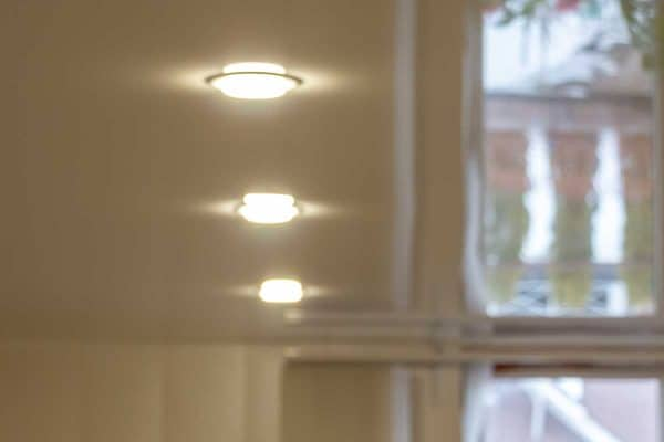 Read more about the article How To Reduce Glare From Recessed Lighting