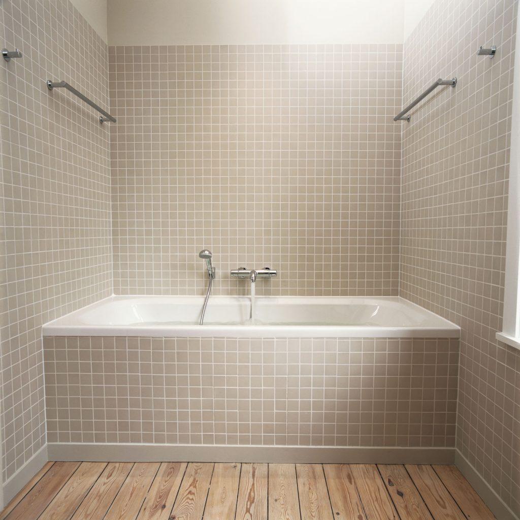 Elegant and rustic inspired narrow bathroom