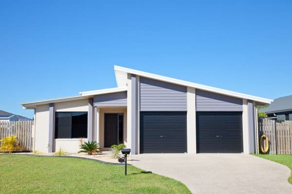 Read more about the article What Color Garage Door With A Blue House?