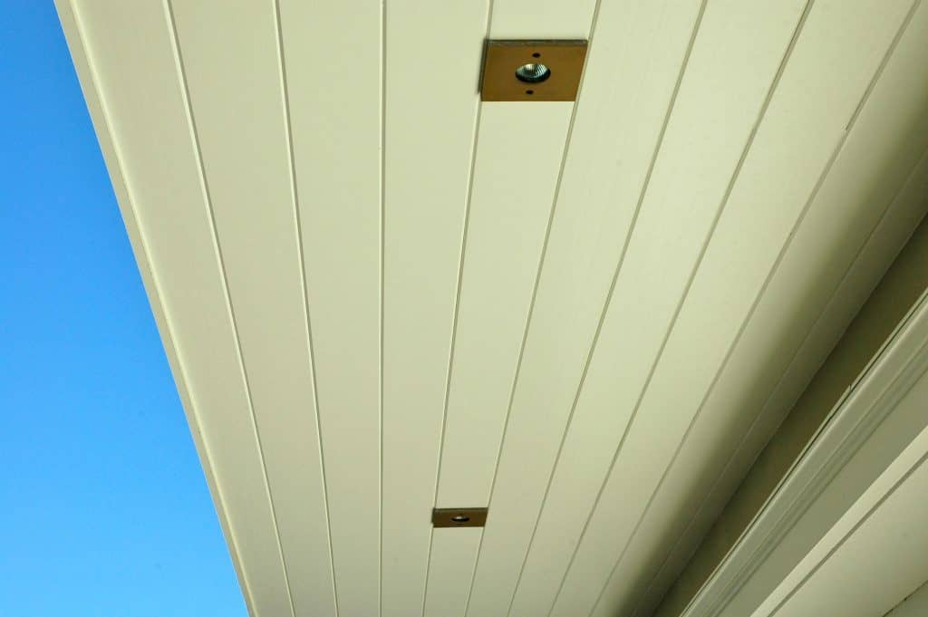 Recessed lighting outside a house using incandescent lighting