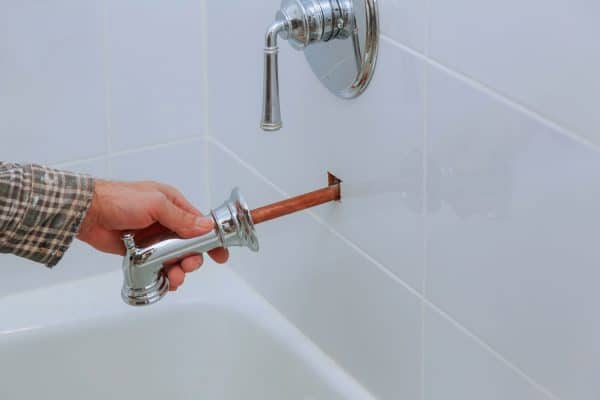 Read more about the article How To Extend A Bathtub Spout Pipe – 2 Methods To Try