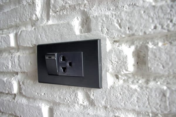Read more about the article What Color Switch Plates And Outlets For White Walls?