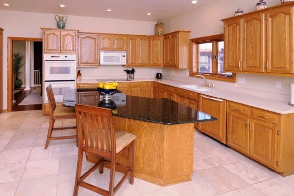 Read more about the article What Color Floor Goes With Oak Cabinets?