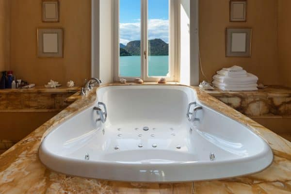 Read more about the article How To Paint A Jacuzzi Tub