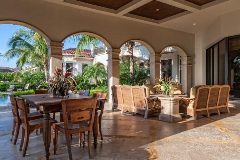 Beautiful lanai at estate home, Does A Lanai Count As Square Footage?
