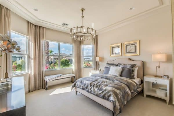 Read more about the article How Big Should A Master Suite Be? [Including 11 Great Examples!]