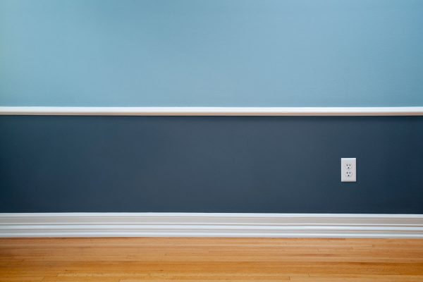 Read more about the article What Color Walls Go With White Trim?