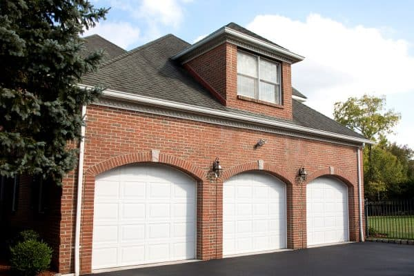 Read more about the article How To Fix A Cracked Garage Door