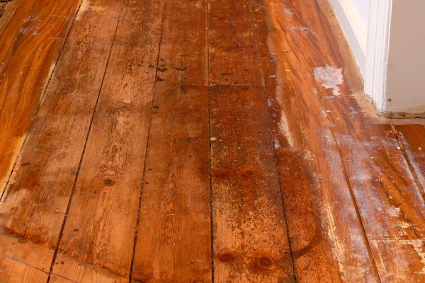 Read more about the article Engineered Hardwood Floor Peeling – What To Do?