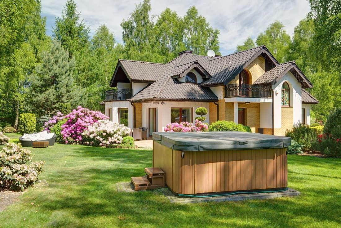 Hot tub in the garden