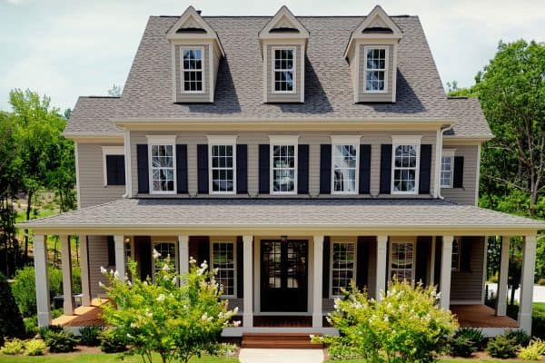 Read more about the article What Color House Goes With A Grey Roof?