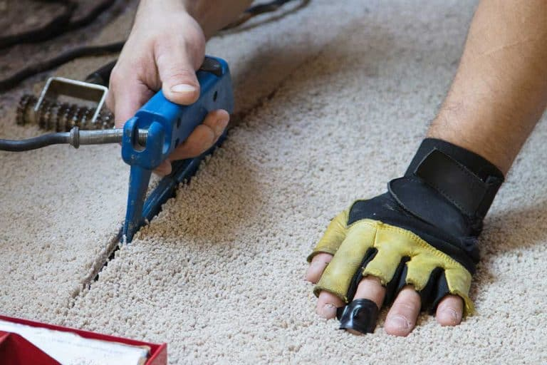 Man installing carpeting in home, How To Use A Silverline Universal Carpet Cutter