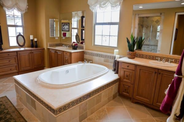 Read more about the article Does A Master Suite Need A Bathtub?