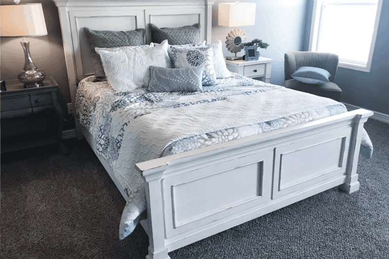 master-bedroom-with-light-blue-bed-linen,-gray-carpet.-What-Is-The-Best-Color-For-Bedroom-Carpet