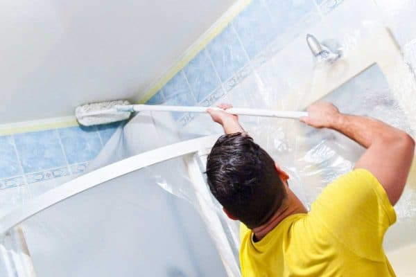 Read more about the article How To Paint A Bathroom Ceiling