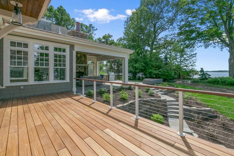 Lakeside luxury home with large wood deck, What Color Should I Paint My Deck?
