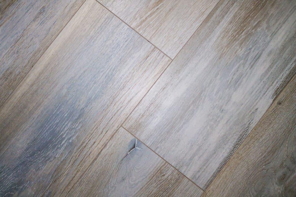 Properly arranged vinyl plank flooring