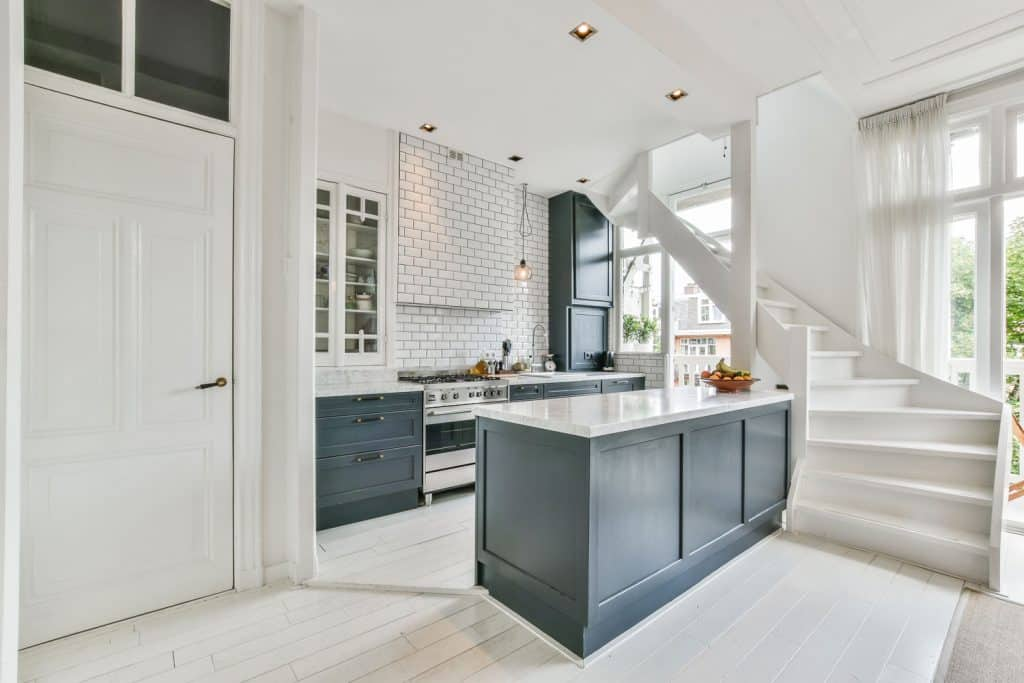 Small open space kitchen incorporated with white and gray colors